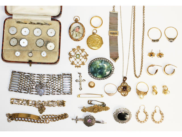A collection of assorted jewellery, including rings, Edwardian pendant, bracelets, lockets, stud set etc.