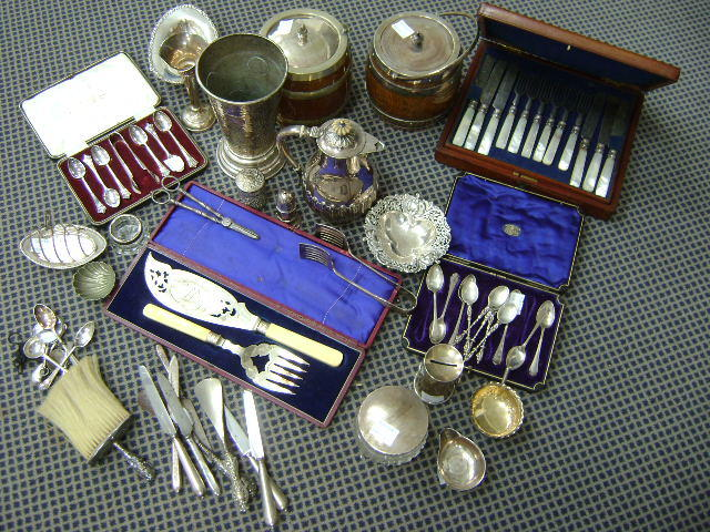Collective sliverwares to include honey box modelled as a milk churn, American powder bowl with silver top, bonbon dish, two punch ladles lacking handles, toast rack, other small silver items and a quantity of EP wares including a coin inset beaker
