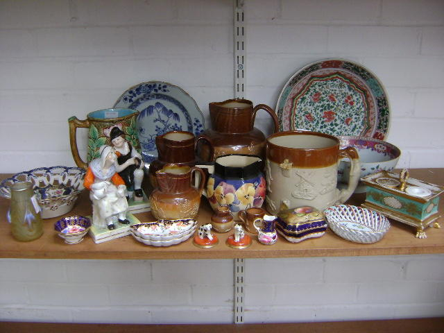 Collective ceramics to include moulded brown harvest wares, pair of figures cobbler and wife, a Paris inkwell, antique Chinese wares, two blue and white plates, famille rose bowl, famille vert bowl and various other small items and a Loetz style glass vase (parcel)