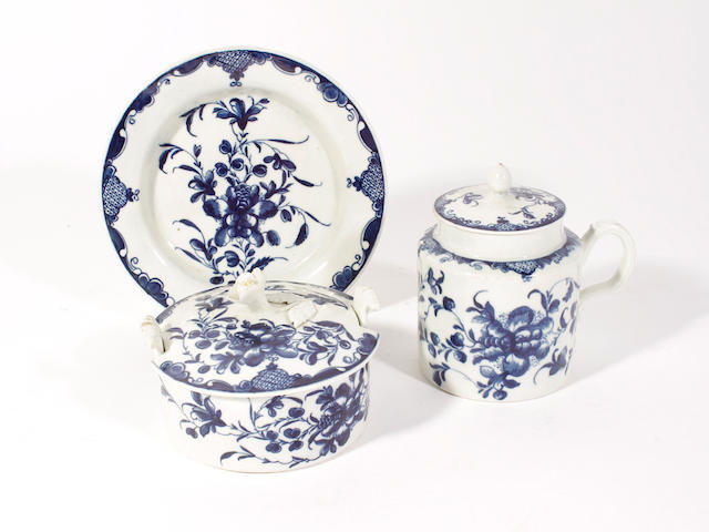 A Worcester butter tub, cover and stand and a mustard pot and cover, circa 1770
