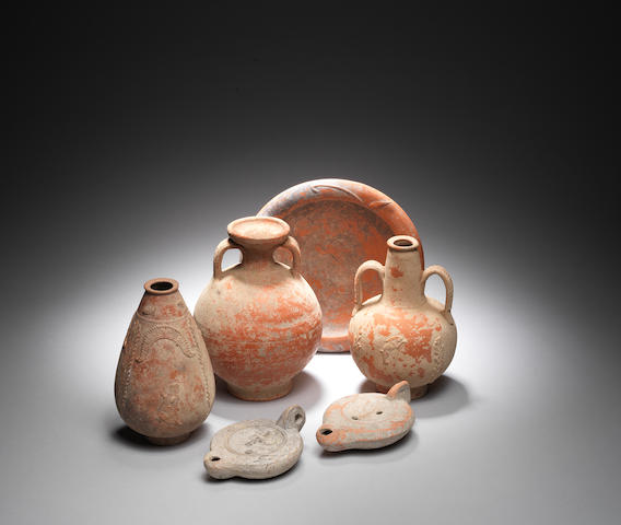 Four Roman pottery vessels and two Roman oil lamps 6