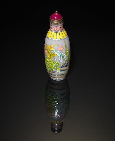 A snuff bottle and stopper Yongzheng four-character mark