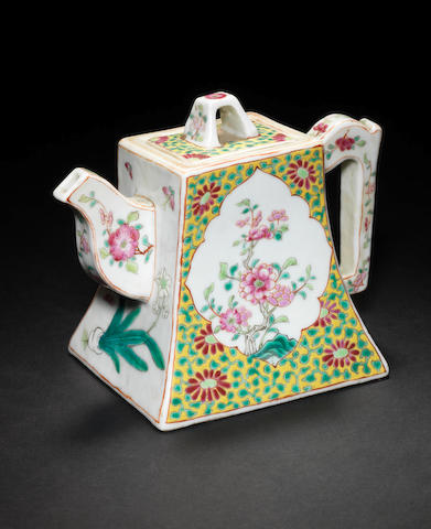 A famille rose wine or teapot and cover