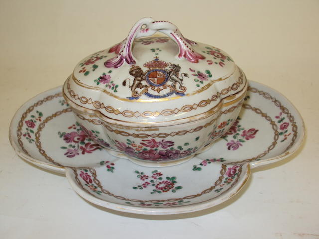 A Samson armorial quatrefoil-shaped dish, cover and stand
