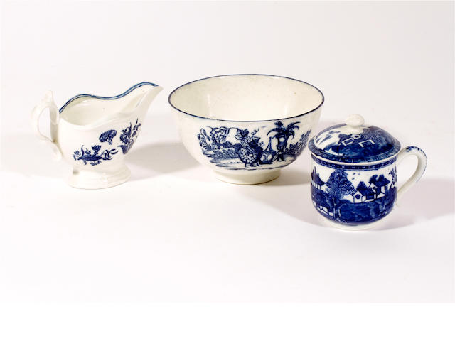 A Caughley cream boat, custard cup and cover and a small bowl, circa 1775