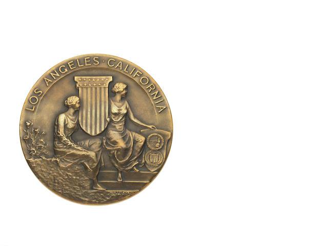 Participant's Medal Of circular form