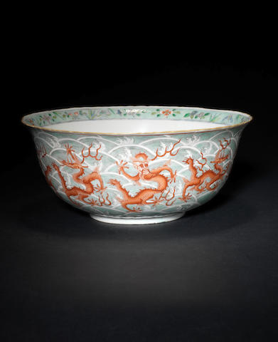 An enamelled 'dragon' bowl, Qianlong mark