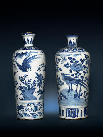 Two blue and white cylindrical vases Late Ming Dynasty