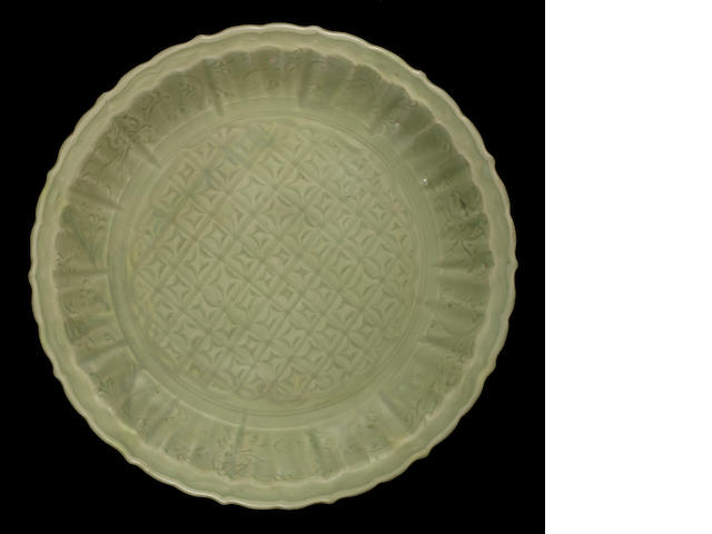 A large celadon-glazed dish 14th/15th century