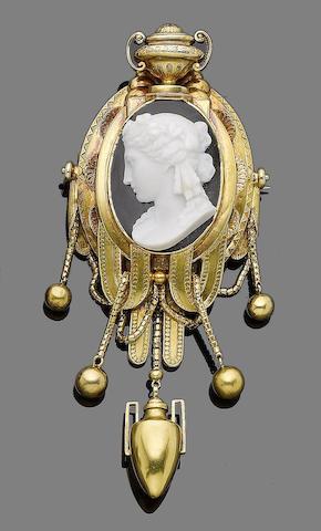 A cameo brooch,