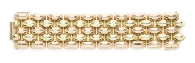 A fancy-link bracelet, (illustrated above)
