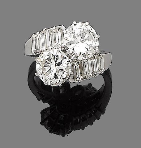 A diamond crossover ring