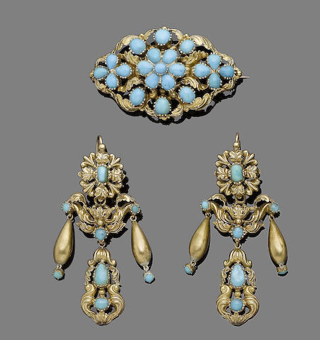 A turquoise brooch and earrings suite,  (2)