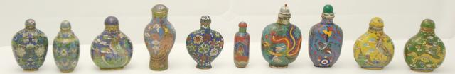 Ten cloisonné snuff bottles 19th/20th century