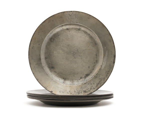 A set of six plain rim crested plates