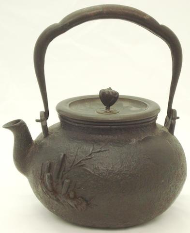 A cast iron teapot Meiji/Taisho