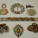 A collection of Scottish jewellery (9)