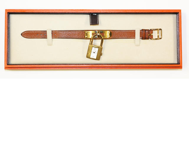 Hermés: A lady's bracelet watch (3)