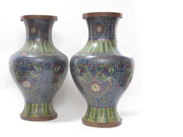A pair of large cloisonné vases 19th/20th century