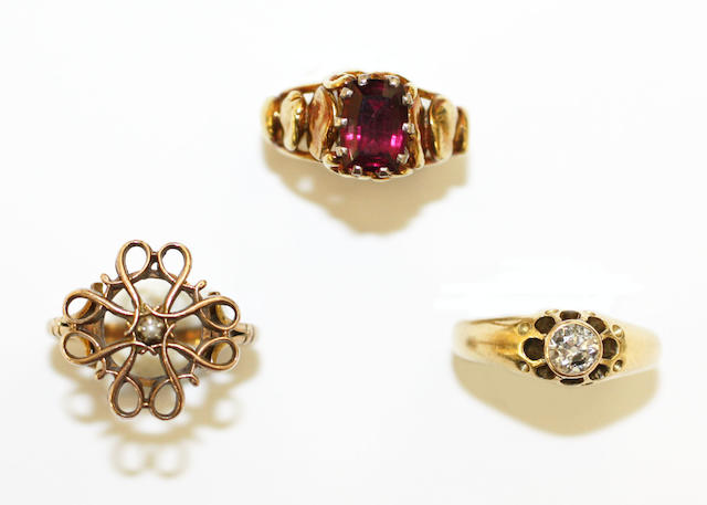 A garnet dress ring, by Valerie Pitchford (3)