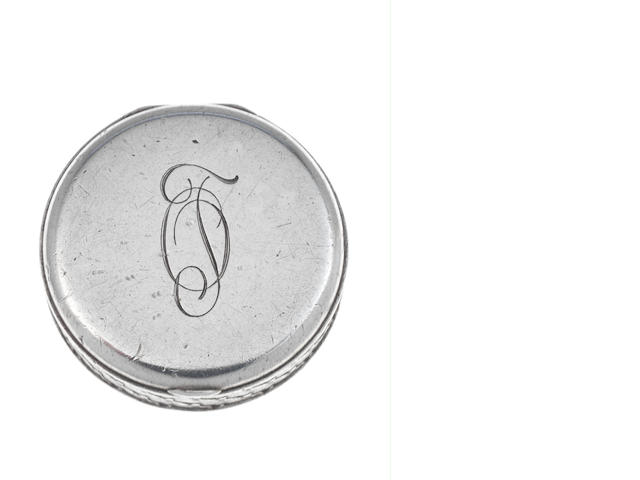 Fabergé: An early 20th century silver pill box incuse retailer's mark, Moscow 1908-1917