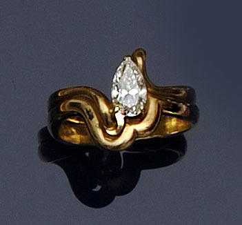 An 18ct gold pear-cut diamond dress ring