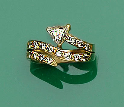 An 18ct gold diamond dress ring