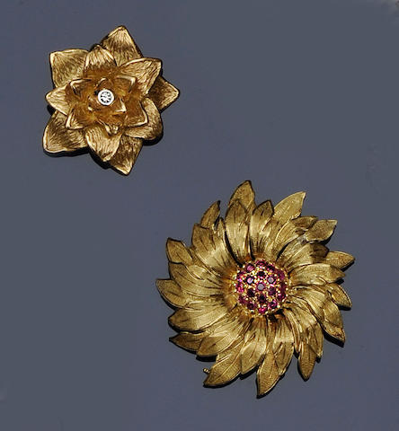 A ruby flowerhead brooch/pendant (4)