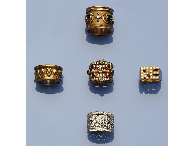 A collection of five vari-set rings and a band ring (5)
