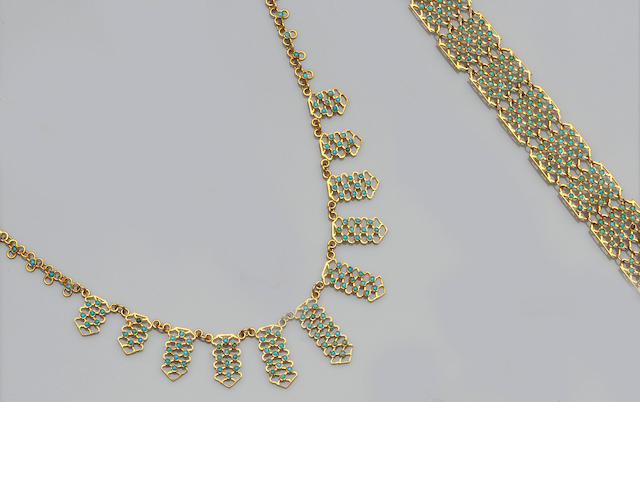 A turquoise necklace and bracelet suite (2)