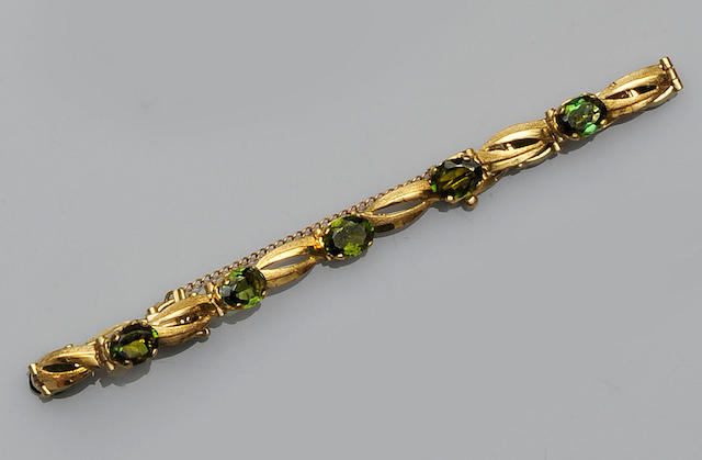 A green tourmaline bracelet