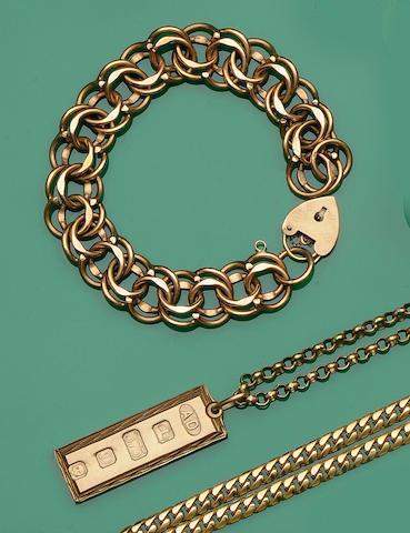 A 9ct gold ingot pendant (3)