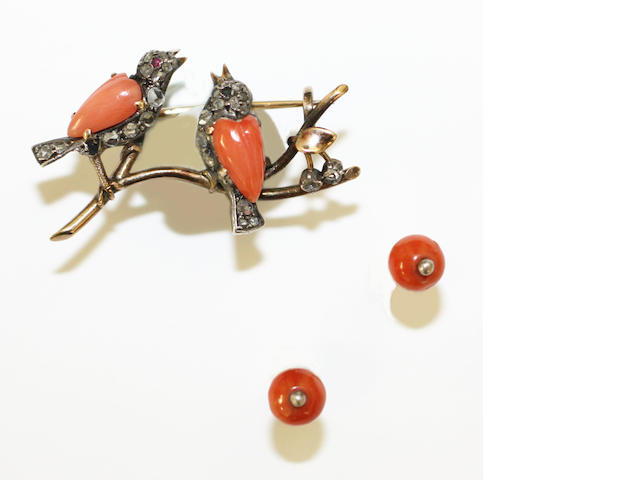 A collection of coral jewellery (5)