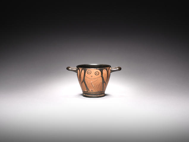 A Greek pottery owl skyphos(20)
