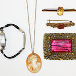 A small group of jewellery items,  (5)