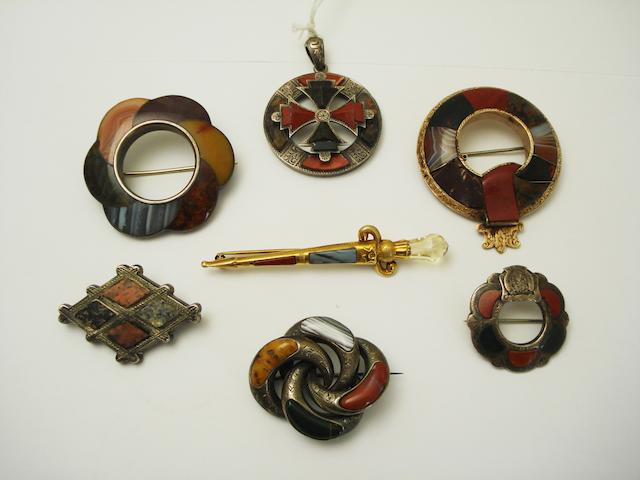 A collection of Scottish jewellery (7)