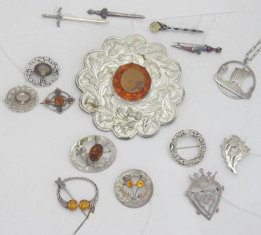 A collection of fifteen Scottish brooches (15)