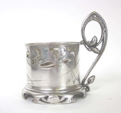 A Russian Art Nouveau silver lemon-tea glass holder maker's mark BA Cyrillic, kokoshnik for 1896-1908  (7)
