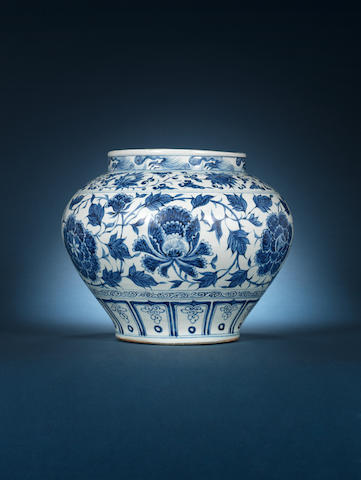 An important large blue and white globular jar, guan Yuan Dynasty