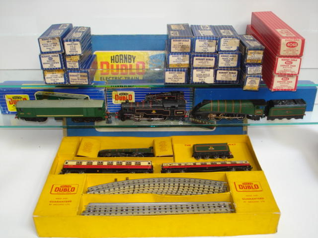 Collection of Hornby Dublo Trains, Coaches, Rolling Stock and Accessories lot