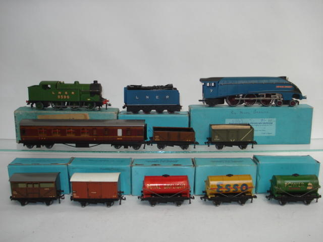 Hornby Dublo locomotives, rolling stock and track in light blue boxes lot