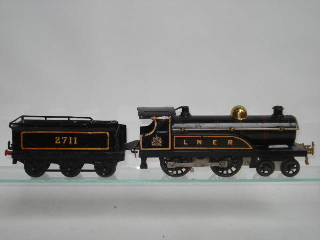 Hornby Series c/w No.2 LNER 4-4-0 locomotive and tender