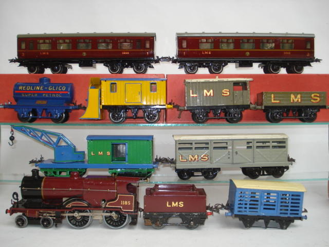 Hornby Series No.2 special locomotive, coaches and rolling stock 10