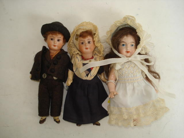 Pair of miniature A.M bisque head dolls 3