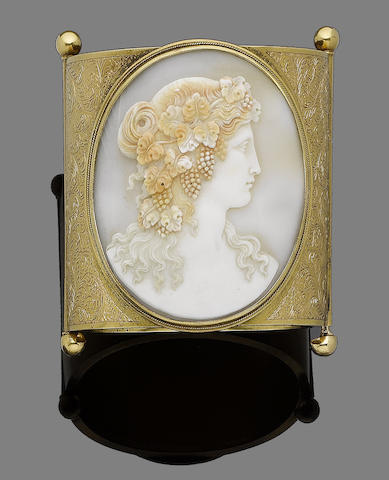 A late 19th century shell cameo bangle
