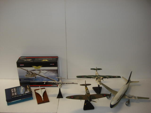 Assorted aviation models,