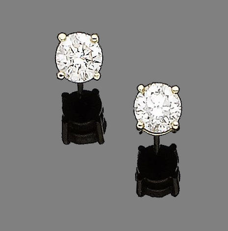 A pair of diamond earstuds