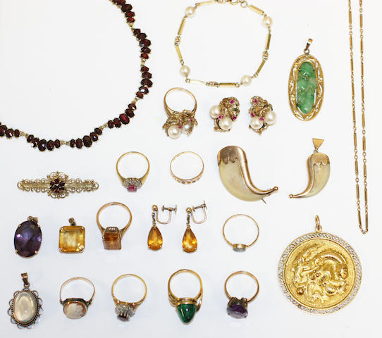 A collection of assorted jewellery, including fine fetter and belcher-link chain necklace, stamped '18', a circular pendant with dragon motif, stamped '14k', a citrine set ring, pendant and earpendant suite, a moonstone pendant, a pair of cultured pearl and ruby earclips, a tiger's claw brooch and a pendant, etc.