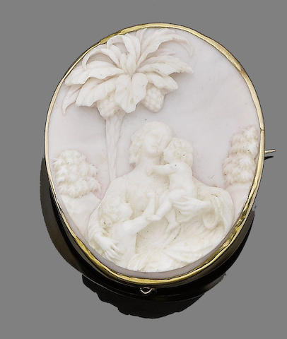 A shell cameo brooch