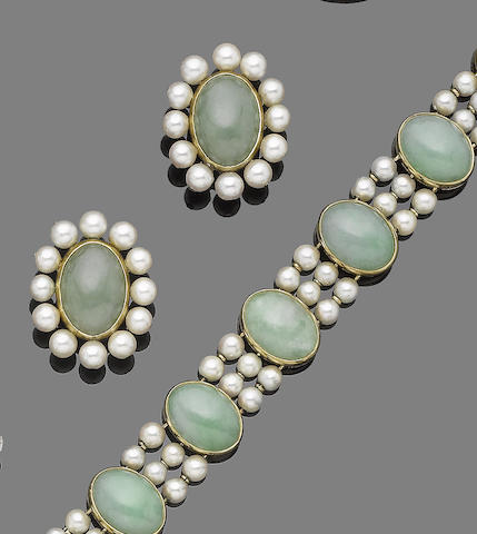 A jade and cultured pearl bracelet and earclip suite (2)
